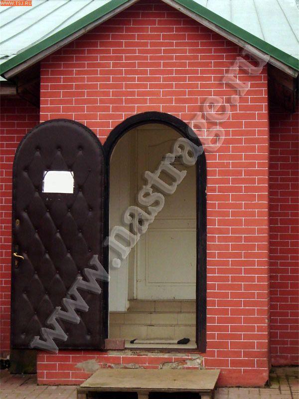 входная металлическая дверь в арочном исполнении