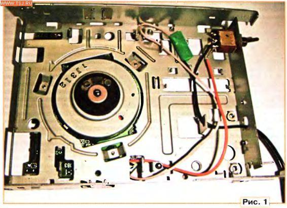 В дисководе работой электродвигателя управляет специализированная микросхема BA6992FS с помощью датчиков...